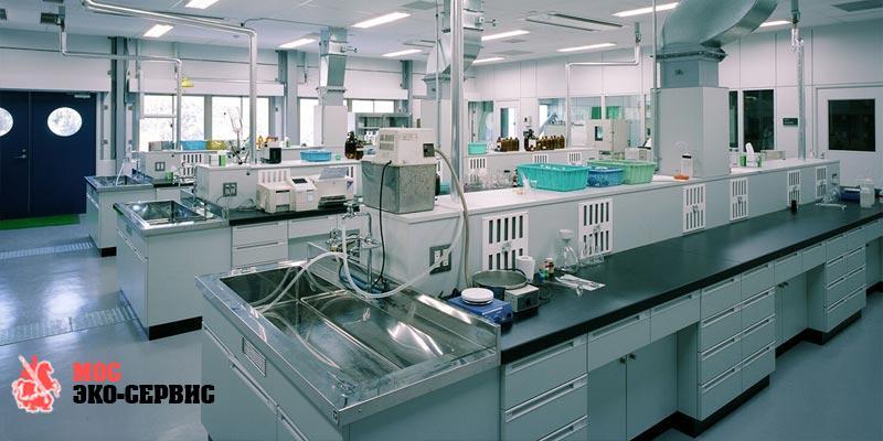 Дезинфекция рабочего места в лаборатории